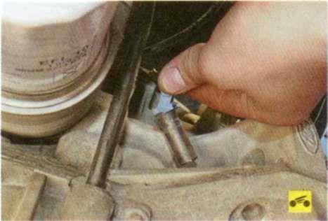 Извлечение датчика положения коленчатого вала Ford Focus 2