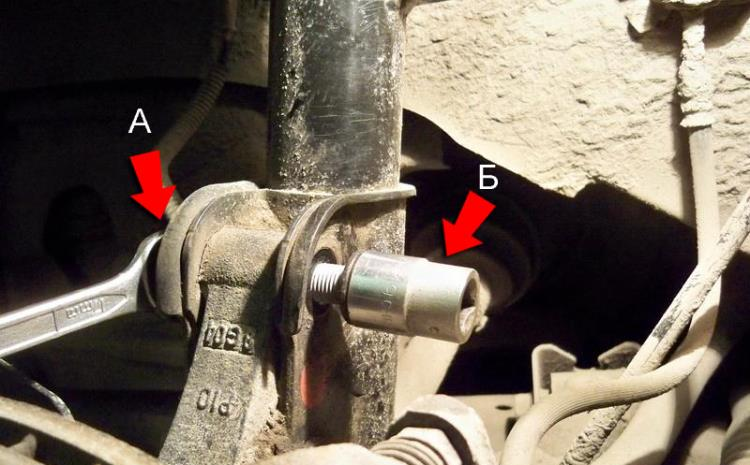 Открутить крепления амортизатора на Hyundai Santa Fe CM 2006-2012