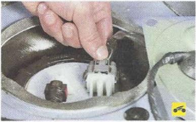 Топливный насос и фишка Nissan Primera