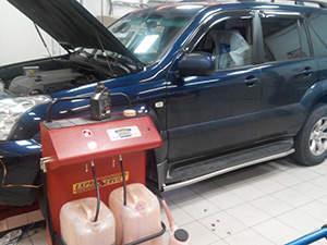 Замена масла в АКПП Toyota Land Cruiser Prado: фото работ автосервиса ДжапСервис в Москве №1