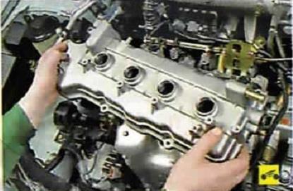 Снятие верхней крышки головки блока цилиндров Nissan Almera Classic