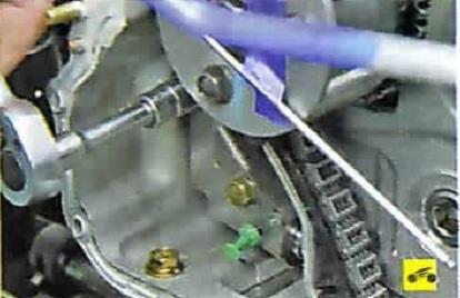 Болты верхнего крепления гидронатяжителя Nissan Almera Classic