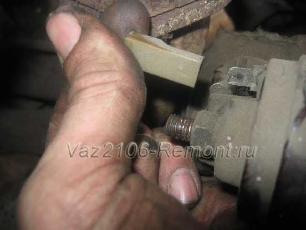 отключение проводов питания от стартера на ВАЗ 2106