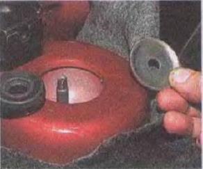 Zamena-pruzhiny-zadnej-podveski-avtomobilja 06 2