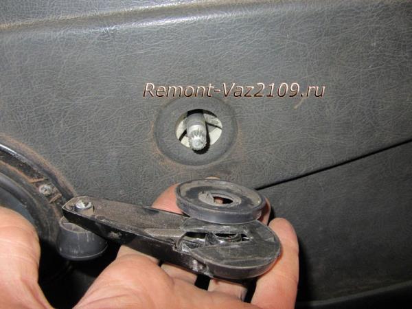 снятие рукоятки стеклоподъемника на ВАЗ 2109-2108
