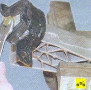 Замена опор двигателя Лада Гранта