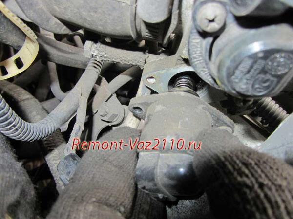 замена регулятора холостого хода на ВАЗ 21102-2112