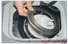Снять прижимную пластину насоса приоры