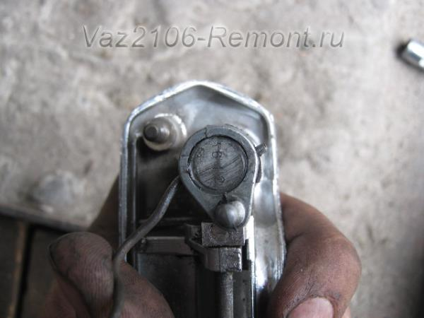 вынимаем шток личинки на ВАЗ 2106