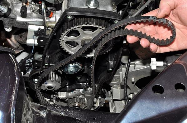 Снятие ремня привода газораспределительного механизма 8-клапанного двигателя Лада Гранта (ВАЗ 2190)