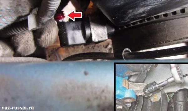 Отсоединение колодки проводов от датчика и выкручивание болта который его крепит и дальнейшее снятие датчика с автомобиля