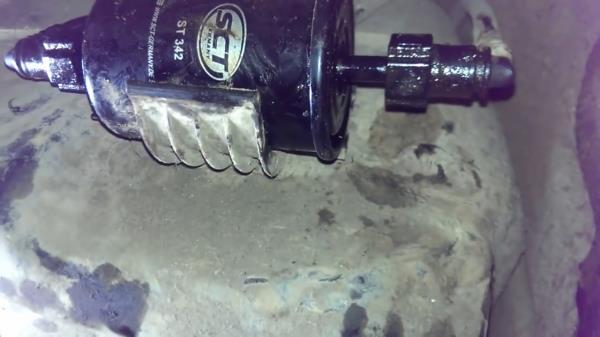 Ставим новый топливный фильтр на ладу гранту