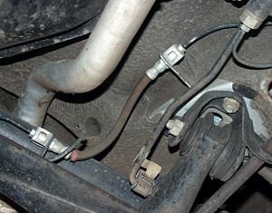 Фото проверки тормозных шлангов трубок на дефекты, autorambler.ru
