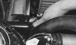 snjatie-zamena-ustanovka-radiatora-sistemy-okhlazhdenija-lada-priora 19