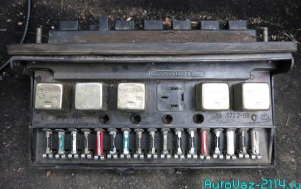 Блок предохранителей ВАЗ 2105 старого образца