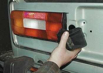 Замена задних фонарей на ВАЗ 2106.