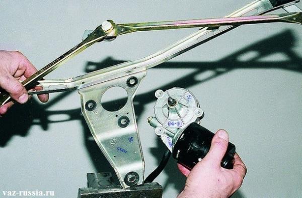 Снятие мото-редуктора с кронштейна