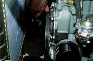 12–17 мм между шкивами насоса и коленчатого вала.
