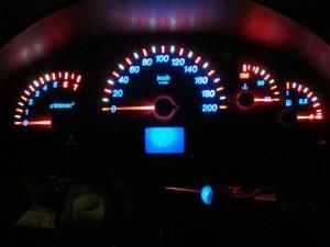 Фото цветной светодиодной подсветки приборной панели Лада Приора, drive2.ru