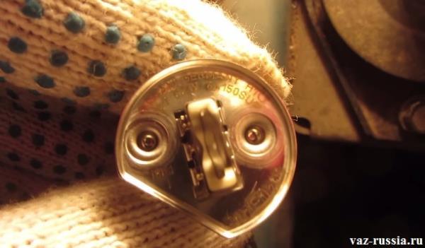 Цокольная часть лампы и маркировка которая на ней нанесена, желательно новую лампочку устанавливать с такой же маркировкой