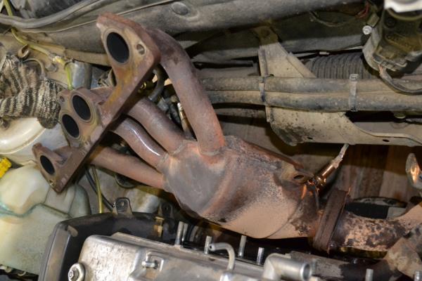 Извлечение катколлектора двигателя ВАЗ-11186 Лада Гранта (ВАЗ 2190)