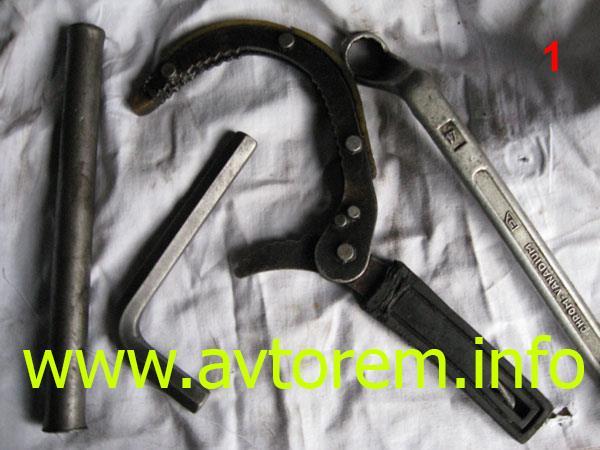 Инструмент для замены масла в двигателе на автомобилях ВАЗ-2101, ВАЗ-2104, ВАЗ-2105, ВАЗ-2106, ВАЗ-2107, Классика