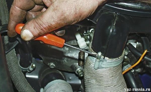 Снятие шланга воздухозаборника