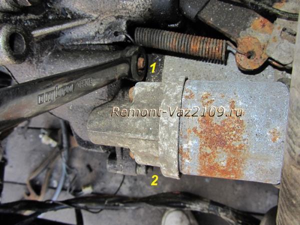 гайки крепления стартера на ВАЗ 2109-2108