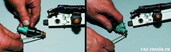 На левом рисунке показано снятие уплотнительного кольца с распылительной части форсунки. А на правом показано снятие кольца с корпуса форсунки