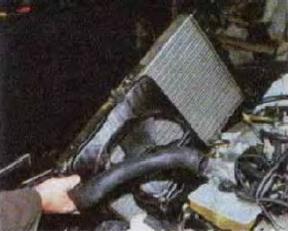Zamena-radiatora-sistemy-okhlazhdenija-dvigatelja 20