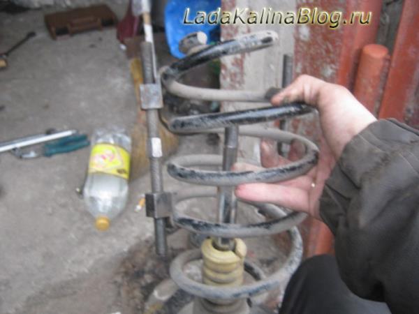 как снять пружину передней стоки на Калине