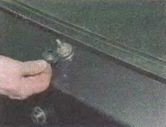 Zamena-motor-reduktora-ochistitelja-stekla-dveri-zadka 04