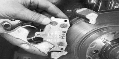 samostoyatelnaya-zamena-tormoznyx-kolodok-vaz