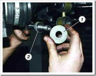 как поменять рычаг передней подвески на десятке