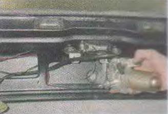 Zamena-motor-reduktora-ochistitelja-stekla-dveri-zadka 10