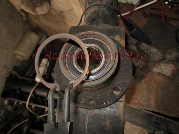 снятие стопорного кольца на ступице ВАЗ 2109-2108