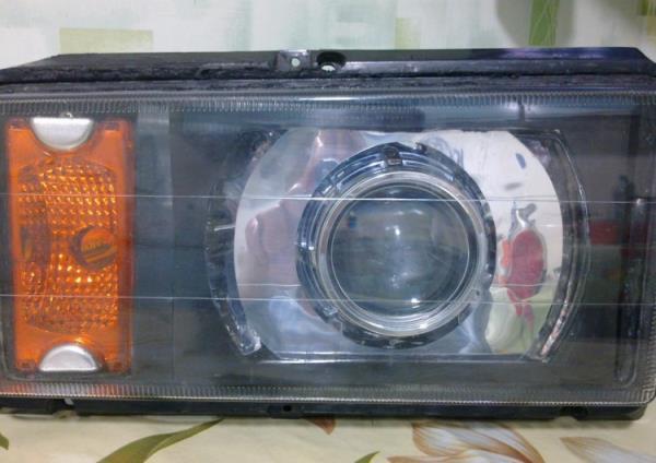 Фара с пластиковым стеклом