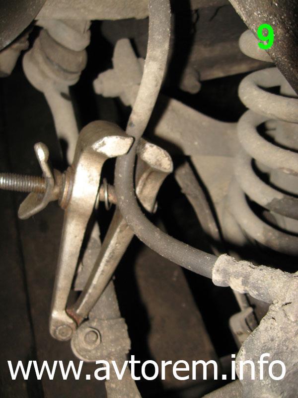 Передний тормозной шланг на автомобиле ВАЗ-2101, ВАЗ-21011, ВАЗ-2102, ВАЗ-2103, ВАЗ-2104, ВАЗ-2105, ВАЗ-2106, ВАЗ-2107, Жигули