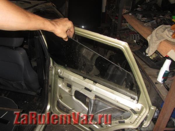 замена стекла задней двери на ВАЗ 2114 и 2115