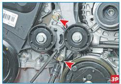 снятие двух болтов крепления корпуса натяжного устройства