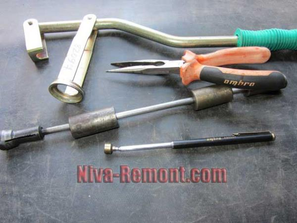 необходимый инструмент для замены маслосъемных колпачков на Ниве 21213 и 21214