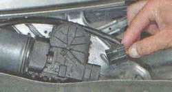 Механизм (трапеция) стеклоочистителя лобового и моторедуктор дворников стекла Лада Ларгус (снятие и установка)
