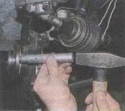 Zamena-stupichnykh-podshipnikov-perednikh-koles 15