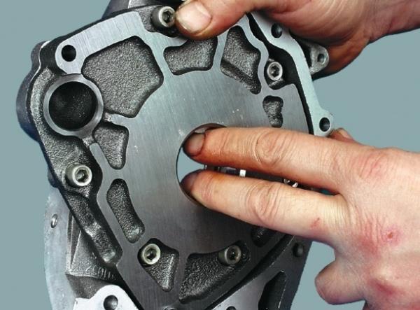 Проворачивание шестерней масляного насоса Лада Гранта (ВАЗ 2190)
