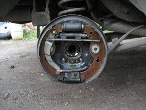 Замена задних тормозных колодок ВАЗ-2109
