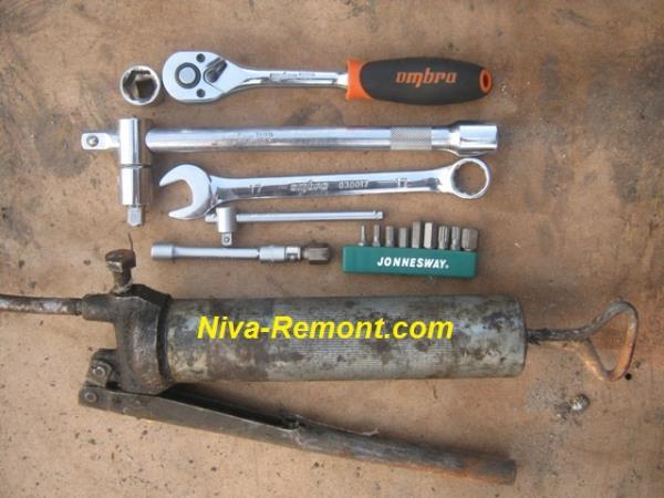 инструмент для замены масла в коробке передач Нивы ВАЗ 2121