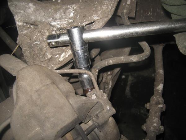 открутить тормозной шланг на ВАЗ 2101-2107