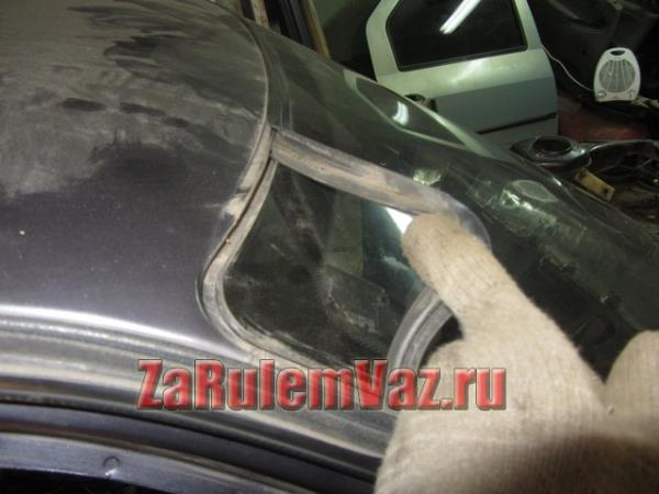 снять уплотнительную резинку лобового стекла на ВАЗ 2110, 2111 и 2112