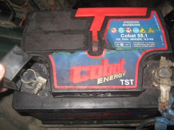 старый аккумулятор на ВАЗ 2107