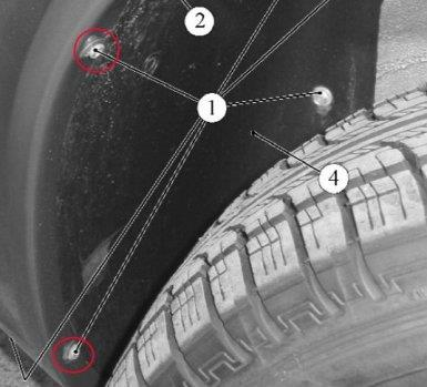 откручиваем винты в колесных арках